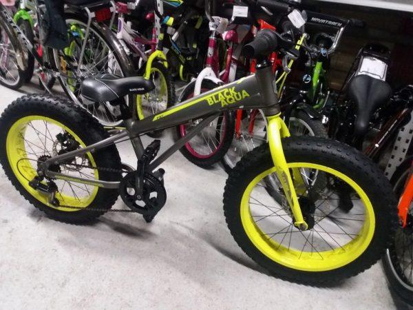 d7b20d219807 Фэт-байк – обладает повышенной проходимостью по различным типам рыхлых  поверхностей, которые плохо или совсем не проходимы на других типах  велосипедов, ...